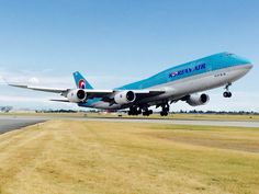 Korean Air Boeing lifting off from Vancouver Int'l Airport (photo via Boeing 747 8, Airbus A380, 747 Airplane, Korean Air, Airport Photos, Commercial Aircraft, Civil Aviation, Air Travel, Airports