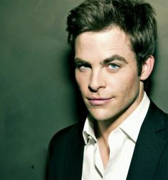 I'm sorry but those eyes are amazing! I'm in love with Chris Pine! <3