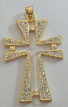 ciondolo croce in metallo dorato e strass