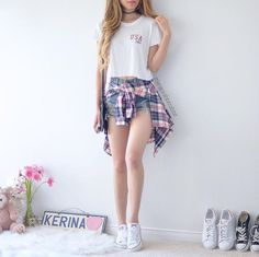 Awesome 45 Amazing New York Outfits Ideas For Summer As we enter the half way point of September and the temperatures start falling it means one thing, summer is … Teenage Outfits, Cute Teen Outfits, Teen Fashion Outfits, Cute Summer Outfits, Outfits For Teens, Trendy Outfits, Fall Outfits, Girl Fashion, Fashion Clothes