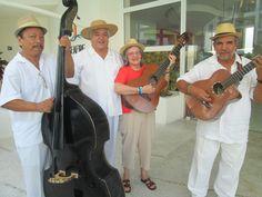 Fotografía:Susana Cresci - México, cantando las mañanitas en su cumpleaños