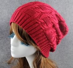 Вязаная шапка бини с выразительным узором http://mslanavi.com/2015/10/vyazanaya-shapka-bini-s-vyrazitelnym-uzorom/