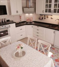 Küche The kitchen is cheered with patterned carpet, simple bathroom. Kitchen Rug, Home Decor Kitchen, Kitchen Interior, Home Kitchens, Kitchen Cabinets, Diy Kitchen, White Cabinets, Kitchen Ideas, Small Room Bedroom