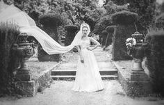 Bride only  moody in black and white    Sylvia Felbermayr Fotografin Bezirk Kirchdorf Oberösterreich