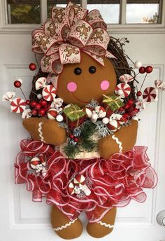This How To Make A Gingerbread Girl Wreath, DIY Christmas wreath, DIY Christmas Door Hanger is just one of the custom, handmade pieces you'll find in our critiques & shop tutorials shops. Gingerbread Decorations, Indoor Christmas Decorations, Christmas Gingerbread, Gingerbread Crafts, Gingerbread Men, Christmas Projects, Holiday Crafts, Christmas Crafts, Christmas Ornaments