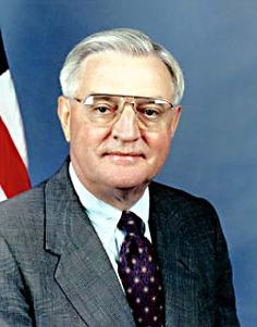 "Walter Frederick ""Fritz"" Mondale - Vice President of the United States; serving with President Jimmy Carter Vice Presidents Of Usa, Presidents Wives, American Presidents, American History, Walter Mondale, Jimmy Carter, Ronald Reagan, Our President, Presidential Election"