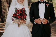 Sevdam❤️ Muslim Couple Photography, Wedding Photography Poses, Wedding Couples, Wedding Photos, Wedding Day, Muslim Wedding Dresses, Muslim Brides, Wedding Hijab, Cute Muslim Couples