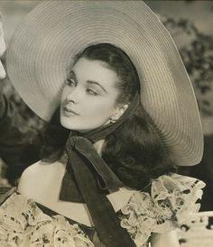 "hollywood golden age Vivien Leigh in ""Gone With the Wind"" Old Hollywood Actresses, Most Beautiful Hollywood Actress, Hollywood Actor, Golden Age Of Hollywood, Hollywood Stars, Hollywood Glamour, Hollywood Photo, Vintage Hollywood, Classic Hollywood"