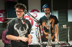 How does dan even get on the headphones with his massive hair?? <3 <3