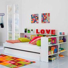 """Letras formam a palavra """"LOVE"""" (produtos Tok&Stok). Vale para usar na decoração de casamento e depois aproveitar em casa ;) Para saber mais sobre decoração com letras, leia nosso artigo!"""