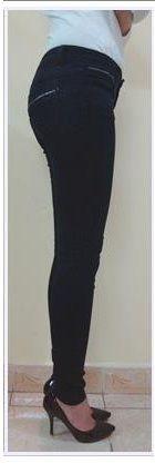 Thông tin sản phẩm: Kiểu dáng: Quần dài Chất liệu: Vải bò mềm Màu sắc: Xanh tím than Kích cỡ: 26, 27, 28, 29 Mô tả: Dáng quần Enkistar dài, màu sắc đẹp, chất vải mềm, ống côn, cạp thường, viền khóa túi Xuất xứ: Hàng Việt Nam xuất khẩu Kiểu dáng đẹp chiếc quần jean này dễ mix đồ, thoải mái khi hoạt động, kiểu quần jean này tôn dáng lắm đó các nàng nhé! MOTDEP.VN