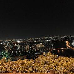 Instagram【iichan.21】さんの写真をピンしています。 《#夜景 #関西 #大阪 #兵庫 #さつき公園 #雨 でも #コレ #この綺麗さ #実際 #もっと ◎ #久しぶり の #夜遊び #お出かけ #楽しかった #ありがとう #リフレッシ できたーっ😬💗 #寝ずに #オールで #仕事》