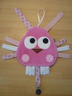Doudou plat oiseau rose et blanc Sewing Projects For Kids, Sewing For Kids, Baby Sewing, Diy For Kids, Crochet Projects, Sewing Crafts, Crafts For Kids, Fidget Blankets, Baby Lovey