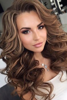 Extended Big Curly Layered Hair do Full Fringe Synthetic Capless Women Wigs 24 In . Wedding Hairstyles Half Up Half Down, Simple Hairstyles For Wedding, Prom Hairstyles All Down, Hairstyles With Bangs, Trendy Hairstyles, Long Hair Curled Hairstyles, Beautiful Hairstyles, Big Curls For Long Hair, Updo Curly
