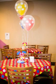 Would be cute and easy to do! Clown Party, Circus Carnival Party, Circus Theme Party, Carnival Birthday Parties, Carnival Themes, Circus Birthday, First Birthday Parties, Party Themes, 2nd Birthday