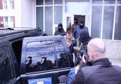 Doi angajati ai Centrului Regional de Transfuzii Sanguine din Craiova sunt vizati de o anchetă privind infractiuni de corputie acestia fiind suspecti de trafic cu sânge Vehicles, Car, Automobile, Rolling Stock, Vehicle, Cars