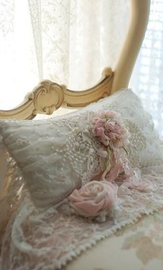 Softly sleeping with flowers and pearls .... #LuxurydotCom