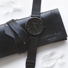 Minimal + Chic black on black watch Minimal Classic, Minimal Chic, Classic Gold, Jewelry Accessories, Fashion Accessories, Jewelry Rings, Jewellery, Silver Jewelry, Omega Seamaster