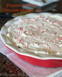 Looking for Fast & Easy Christmas Recipes, Dessert Recipes! Recipechart has over free recipes for you to browse. Find more recipes like Peppermint White Chocolate Mousse Pie. Köstliche Desserts, Delicious Desserts, Dessert Recipes, Yummy Food, Holiday Baking, Christmas Baking, Mousse Pie Recipe, Chocolate Mousse Pie, Christmas Desserts