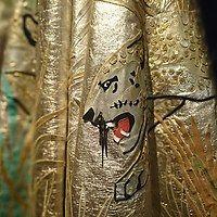 Voor Modemuze schrijft conservator Judith van Amelsvoort over de luipaardmantel van Fong Leng. Deze extravagante jurk werd gedragen door Mathilde Willink, de derde vrouw van kunstenaar Carel Willink en bekendste klant en vriendin van Fong Leng. De mantel is nu te zien in de tentoonstelling 'Made in Amsterdam'