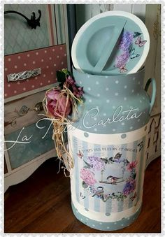Decoupage Jars, Decoupage Furniture, Decoupage Vintage, Vintage Crafts, Tin Can Crafts, Diy And Crafts, Milk Can Decor, Painted Milk Cans, Old Milk Cans
