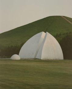 Isamu Noguchi, Moerenuma Park in Hokkaido, 1988-2005 - ELEPHANT Isamu Noguchi, Land Art, Unique Buildings, Japanese American, Japan Photo, American Artists, Installation Art, Art Installations, Landscape Architecture
