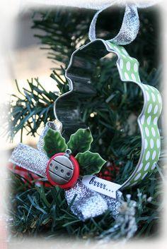 beribboned cookie cutter ornament Christmas Craft Projects, Christmas Ornament Crafts, Snowman Ornaments, Xmas Crafts, Snowmen, Christmas Love, Homemade Christmas, Vintage Christmas, Christmas Bulbs