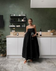 If turning 30 in lockdown isn't the perfect excuse to sit around in an exquisite dress drinking equally exquisite wine then I don't know… Brittany Bathgate, Belle Silhouette, Mein Style, Play Dress, Dress Me Up, Get Dressed, Minimalist Fashion, Everyday Fashion, Spring Summer Fashion