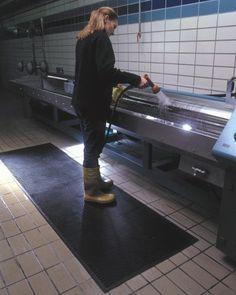 Tappeto antiscivolo in gomma da interno ed esterno Kleen Scrape della Kleen-Tex Purpose, Flooring, How To Make, Home, Wood Flooring, Floor, Floors