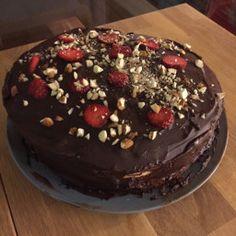 Chocolate Strawberry quick cake Quick Cake, Strawberry Cake Recipes, Chocolate, Desserts, Food, Tailgate Desserts, Deserts, Essen, Chocolates