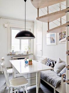 sala de jantar com sofá na mesa