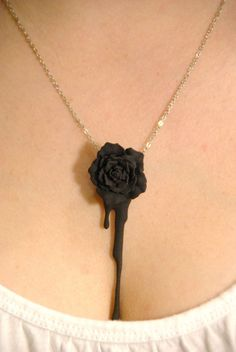 Bleeding Heart Rose (black) Piercing piercing keeps bleeding Cute Jewelry, Jewelry Box, Jewelry Accessories, Jewlery, Black Jewelry, Cheap Jewelry, Rose Necklace, Necklace Chain, Necklaces