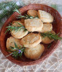 Biscotti al formaggio e rosmarino,ricetta salata