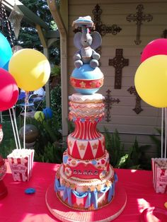 If I had married someone from circus, this woulda been a fun groomscake idea... Sans the elephant. lol