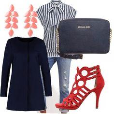 Un look glamour: camicia a righe bianca e blu con l'intramontabile jeans, giacca lunga e pochette blu. Per completare l'outfit un tocco di colore con scarpe e orecchini rossi.