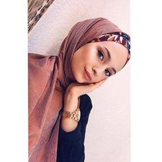 : Week End Hijab Fashion Cute - Pemuja Wanita Muslim Girls, Muslim Women, Modest Fashion, Hijab Fashion, Simple Hijab, Bandana, Fake Girls, Fake Photo, Simple Style