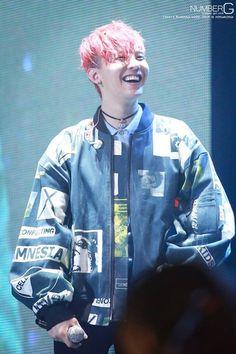Bigbang-Gdragon-2015 world tour 「M-A-D-E 」in Hk Repost from .logo