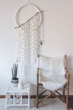 "Macrame (Macramé) is a technique of binding knots on yarn or wool, with which various patterns are created. A little forgotten ""Macramé"" technique was Macrame Wall Hanging Diy, Macrame Art, Macrame Projects, Macrame Knots, Macrame Design, Macrame Patterns, Wall Decor, Wall Art, Decoration"