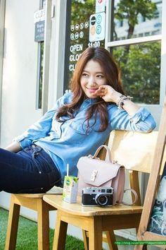 Park Shin Hye retro chambray and camera - all that's missing is a ruffle down the front of the shirt :D Más Park Shin Hye, Korean Star, Korean Girl, Asian Girl, Flower Boy Next Door, Flower Boys, Gwangju, Korean Actresses, Korean Actors