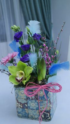 Flowers in vintage vase Vintage Vases, Flower Arrangements, Glass Vase, Bring It On, Concept, Flowers, Plants, Home Decor, Floral Arrangements