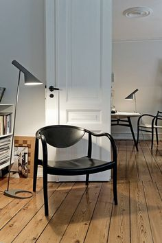 The AJ lamp, designed by Arne Jacobsen in 1960 for the SAS Royal Hotel in Copenhagen (Radisson Blu), has become a Mid Century icon.