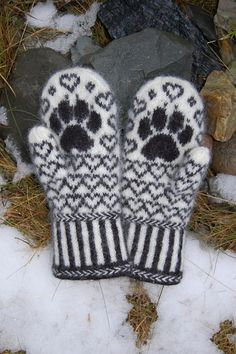 Knitting Patterns Mittens Ravelry: Cocker Spaniel Mittens pattern by Connie H Design Knitted Mittens Pattern, Crochet Mittens, Knitted Gloves, Knit Crochet, Crochet Hats, Fingerless Mittens, Crochet Granny, Knitting Charts, Knitting Socks