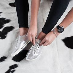 Add a touch of sparkle to your day with ELLiE in silver. ✨ She includes our famous podiatrist designed features, and a sleek metallic finish. Fine jewellery by @libertedesign www.frankie4.com.au . . #frankie4footwear #savingsoles