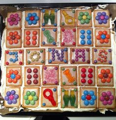 Hallo meine lieben, ja, mein großer wurde diese Woche schon sechs Jahre alt. Da musste natürlich ein Kuchen für den Kiga her. Das Geburtstagskind wünschte sich einen bunten Kuchen mit Smarties. Kind wünscht, Mama erfüllt und das war das Ergebniss.   Da dieser super angekommen ist, was tolles für die Augen und absolut simpel …