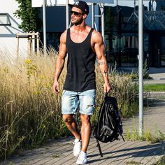 If you're prepared to wear black this summer, scroll below to check out 5 summer looks for guys who only wears black.