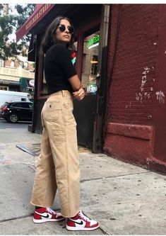 Cute aesthetic trendy outfit with mom jeans and tank tops brandy Melville pretty skirt Tomboy Outfits, Outfit Chic, Skater Girl Outfits, Tomboy Fashion, Teenager Outfits, Dope Outfits, Streetwear Fashion, Cute Casual Outfits, Fashion Outfits
