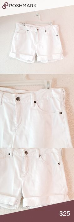 EUC Bullhead white denim Rolled Jean Shorts 7 Excellent used condition. Bullhead brand white denim shorts. These Jean shorts are rolled at the bottom. The rolls are stitched so they won't come loose. Upper- Mid thigh length and longer than a lot of shorts. Bright white, no flaws. Size 7 Bullhead Shorts Jean Shorts