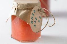 Das Rezept für Rhabarberkonfitüre mit Holunderblüten und weitere kostenlose Rezepte auf LECKER.de