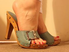 Sexy Legs And Heels, Hot High Heels, Wooden Sandals, Leather Sandals, Stiletto Shoes, Shoes Heels, Cute Shoes, Me Too Shoes, Bootie Boots