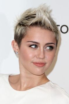 Miley Cyrus chose a neutral lip for the Elton John Viewing Party